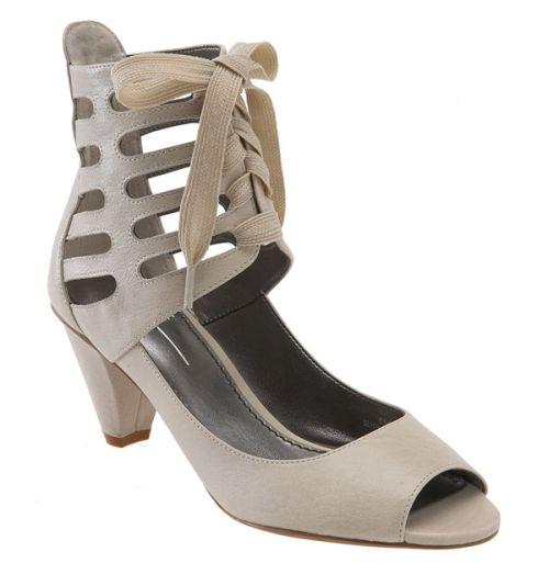Sandálias e Sapatos com Cadarços e Amarrações 22 Sandálias e Sapatos com Cadarços e Amarrações