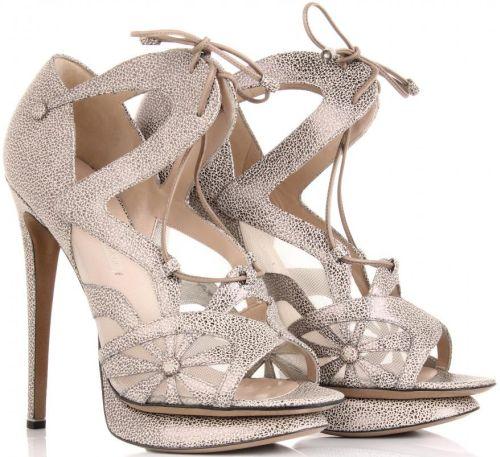 Sandálias e Sapatos com Cadarços e Amarrações 33 Sandálias e Sapatos com Cadarços e Amarrações