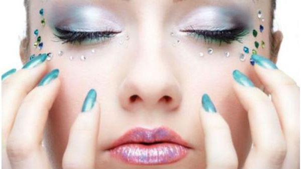 Como Fazer Maquiagem com Brilho para o Carnaval