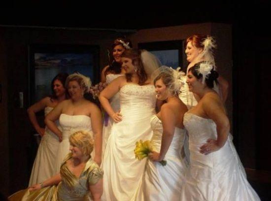 As noivas gordinhas devem escolher vestidos de noiva que sejam bonitos, mas que valorizem a silhueta (Foto: Divulgação)