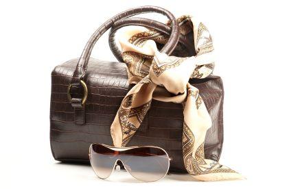 As bolsas e acessórios para ir trabalhar devem ser escolhidos com cuidado para não arruinar o visual (Foto: Divulgação)