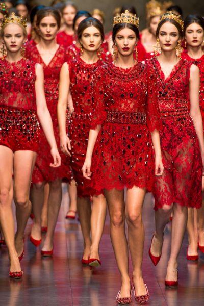 A coleção Dolce & Gabbana inverno 2013 2014 está sofisticadíssima e deixará as mulheres com ares de rainha (Foto: Divulgação)