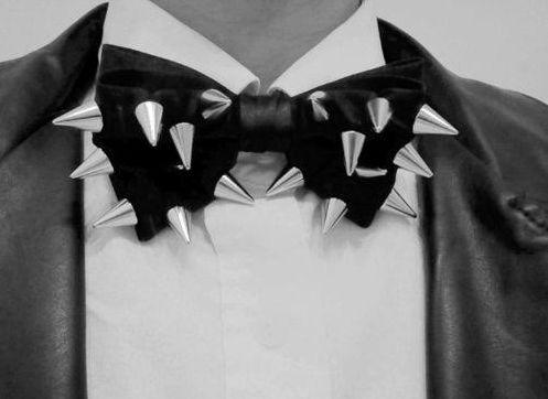 Os spikes na moda masculina deixam os looks dos homens mais interessantes (Foto: Divulgação)