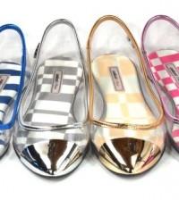 A coleção de sapatilhas Colcci é bem diversificada e há também outros produtos nesta nova linha, como cases para iPhone, chinelo e rasteirinha (Foto: Divulgação)