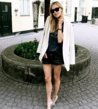 É muito fácil usar um blazer branco sem errar, para isso basta escolher a combinação correta para cada momento (Foto: Divulgação)