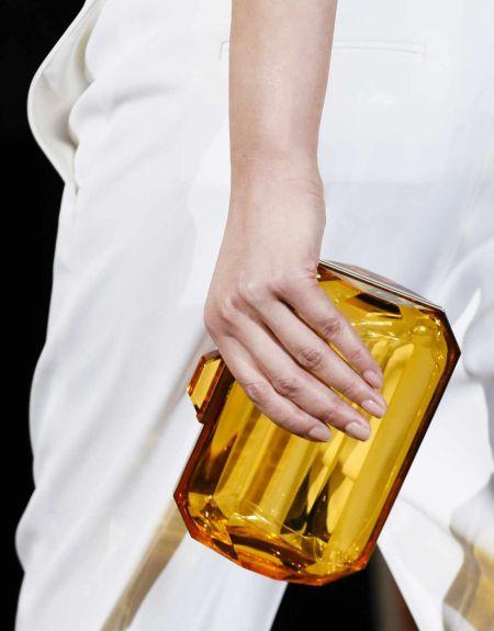 A tendência de bolsas transparentes está fortíssima e pode ser usada em várias ocasiões (Foto: Divulgação)