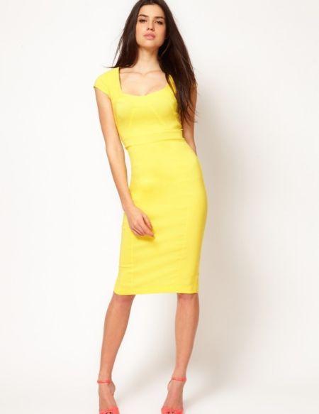 Os modelos de vestidos justinhos e elegantes são mais indicados para as mais magras (Foto: Divulgação)