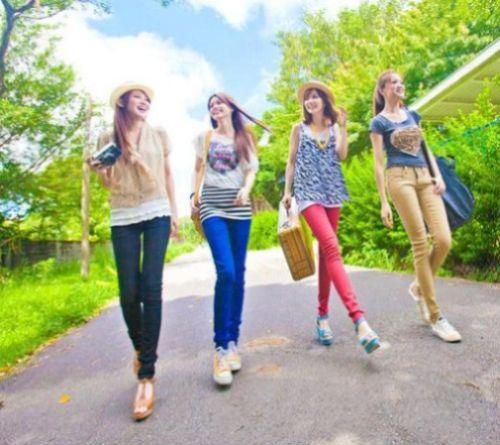 As calças para o verão 2014 vêm com modelos bem diversificados, indo desde as mais justas até as bem folgadas (Foto: Divulgação)