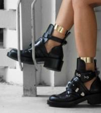 A tendência de moda cut out boot promete ser um dos maiores hits dos últimos tempos no universo fashion (Foto: Divulgação)