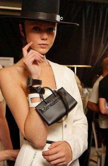 A tendência da moda de minibag é democrática e todas podem usar e abusar (Foto: es.paperblog.com)
