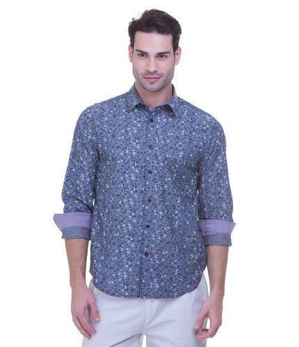 (Foto: lojasrenner.com.br) Camisa jeans estampada 99,90