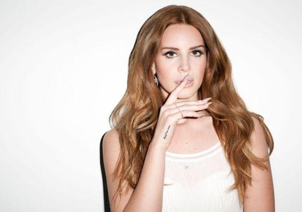 A moda de unhas stiletto está de volta no universo fashion (Foto: sonailicious.com)