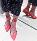 Usar sapatilhas de amarrar no look é muito fácil, pois você pode usar em vários visuais (Foto: .popsugar.com)