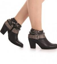 Os looks com botas de cano curto podem ser os mais variados possíveis, com vários estilos de botas para poder montar vários visuais diferentes (Foto: passarela.com.br) 399,99