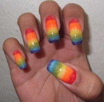 A decoração de unha arco-íris é o novo hit do momento no universo da beleza (Foto: Divulgação)