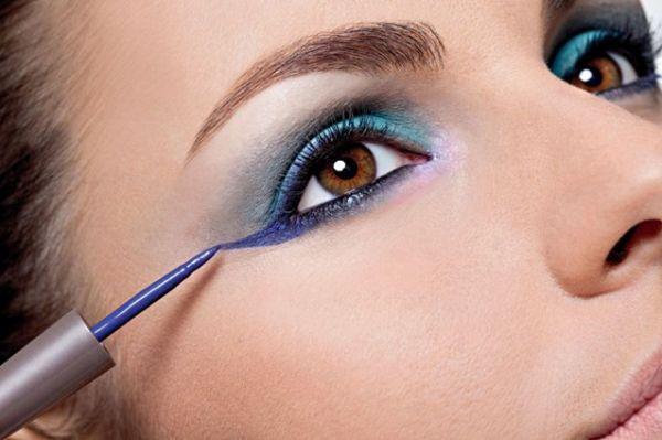 O make com delineador colorido pode torna-se até mesmo sofisticado, caso você use os produtos corretos (Foto: Divulgação)