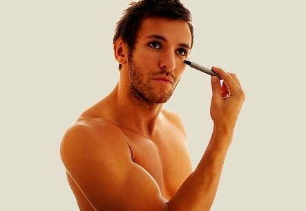 Atualmente a maquiagem masculina já faz parte da rotina de muitos homens e é bem simples de ser feita (Foto: Divulgação)