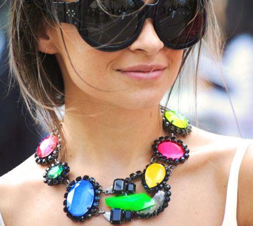 Invista sem medos nos colares com pedras e deixe seus looks muito mais interessantes (Foto: Divulgação)