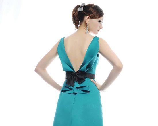 A moda do decote nas costas é eclética e você certamente encontrará um modelo adequado para seu estilo (Foto: Divulgação)