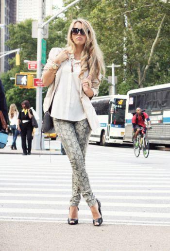 Usar um blazer durante o dia não só é permitido como muitas vezes é até mesmo exigido, principalmente em ocasiões mais formais em que não se deve mostrar muita pele (Foto: Divulgação)