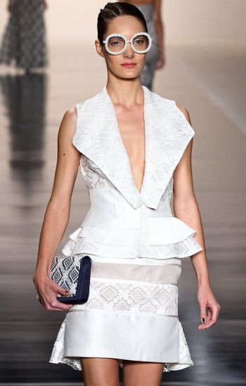 A tendência de moda do decotão no verão 2014 é forte, mas favorecerá apenas uma parcela das brasileiras (Foto: Divulgação)