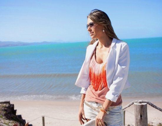 As blusas com franjas continuam como tendência de moda para esta temporada e também para a próxima (Foto: Divulgação)