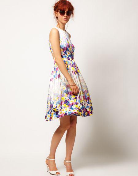 Os vestidos floridos verão 2014 são ótimas opções para deixar seu visual muito mais feminino e diferenciado na próxima temporada (Foto: Divulgação)