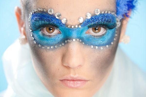 A maquiagem para o carnaval pode seguir o estilo que você quiser, até mesmo ser bem divertida (Foto: Divulgação)