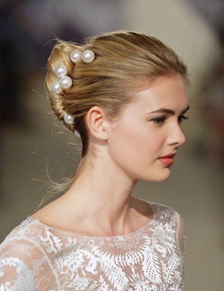 Penteado para o réveillon 2015 deve seguir o estilo do seu look e da festa que você vai (Foto: mydaily.co.uk)