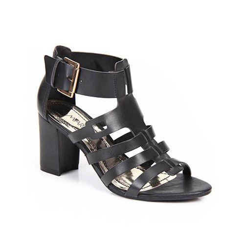 São vários os modelos de sandálias para serem usados no trabalho (Foto: passarela.com.br) 149,99
