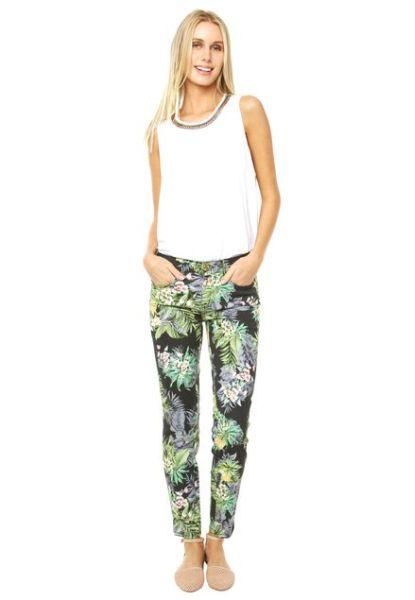 É fácil montar look com calça estampada (Foto: dafiti.com.br) Calça 134,99