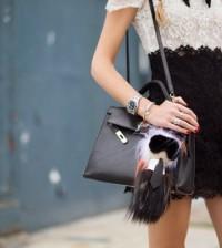 A moda de bolas com penduricalho pode também seguir o seu estilo (Foto: dfashionweek.net)